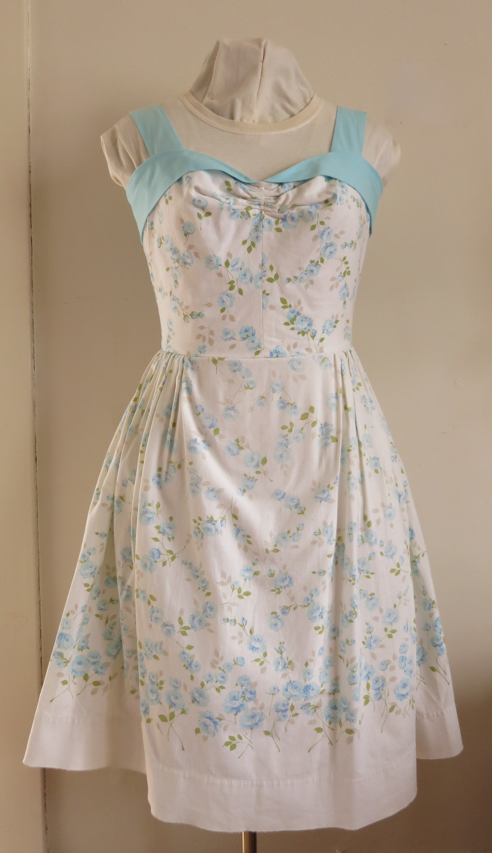 Gertie's Sweetheart Sundress by Heather Lee Bea 2013. Cotton Sheeting.