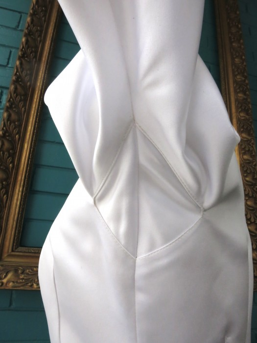 The handy arm gusset for close fitting sleeves. A Non Wedding Dress HLB 2014